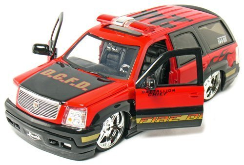 - Jada Toys 2002 Cadillac Escalade Fire Department 1:24