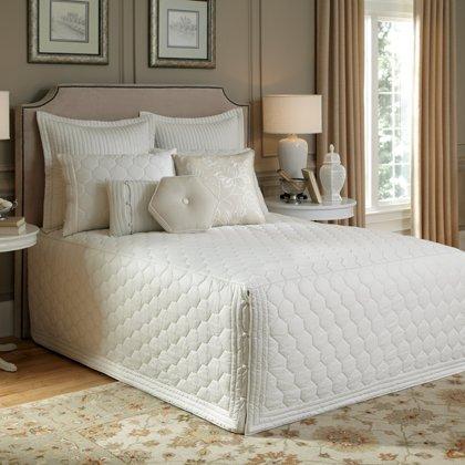(Nostalgia Home Lexington Bedspread, King, Ivory)
