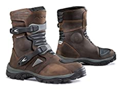 The Forma Adventure Low combines the comfort and flexibility of a road boot with features of an off-road boot. Perfect for adventure touring, and for riders with larger calves.