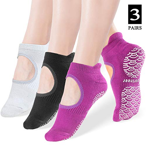 NEWCHAO Anti Slip Socks Non Skid Cotton Socks,4 Pairs Unisex Grip Socks for Yoga Home Workout Barre Pilates Pregnancy Hospital Maternity Adults Men Women in Black and Grey