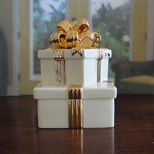 Musical Trinket Box in Fine China & Gold from the Lenox Gold Club Collection Plays