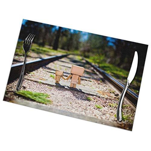 Dingl Two Villanos On The Track - Mantel individual lavable, antideslizante, para cocina, mesa de comedor, facil de limpiar, 12 x 18 pulgadas, juego de 6