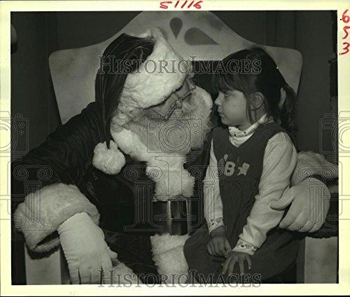 1988 Press Photo Santa Claus with Brittanie LeBlanc at Esplanade Mall in - Mall The Esplanade