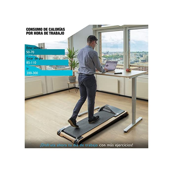 510BmfWzGgL REVOLUCIÓN: Use la cinta de correr DFT200 para un paseo relajante mientras trabaja o como una cinta de correr profesional. Velocidad de hasta 7.1 km por hora. Entrenar y cambiar tu rutina SALUD: Estar mucho tiempo sentado es perjudicial para la salud. Moverse mientras trabaja ofrece muchas ventajas, cómo pérdida de peso, prevención de enfermedades y mejor capacidad cardiovascular. TRABAJAR MEJOR: Los movimientos regulares durante el trabajo estimulan el flujo de sangre a través del cerebro y la absorción de oxígeno. Aumenta la concentración y disminuye el estrés Cinta de correr DESKFIT DFT200