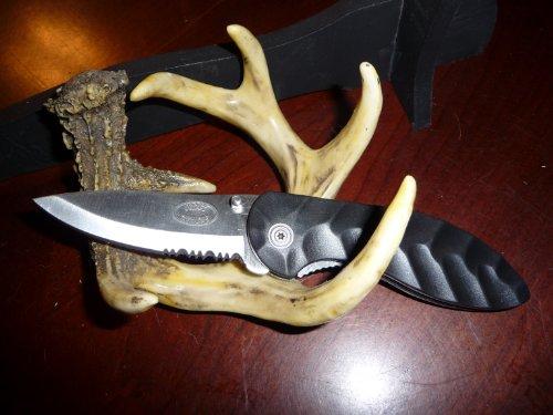 Frost Cutlery 'Levanne' Folding Lock-Blade Pocketknife with a 3-1/8