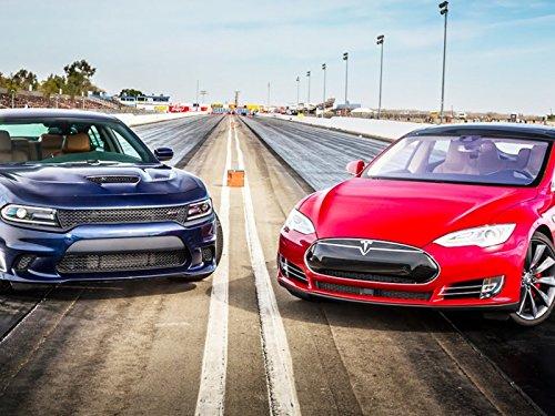 (2015 Dodge Charger SRT Hellcat vs. 2015 Tesla Model S P85D!)