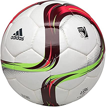 adidas, la Ligue 1 et Diambars lancent le ballon solidaire