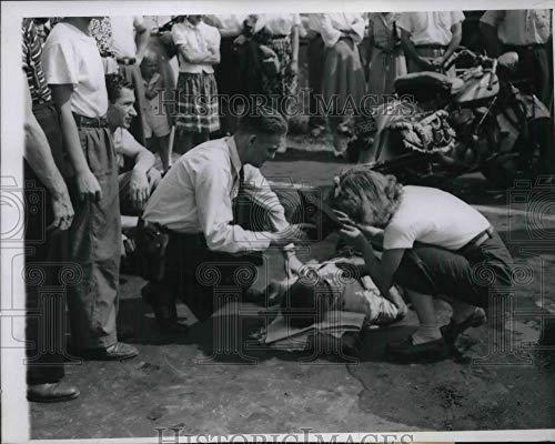 Historic Images - 1947 Vintage Press Photo Policeman Warren Glavin & Mrs. Eugene Chamne, Anton J. Anthony