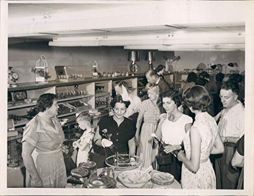 1950 Photo Crowd Basement Halles New Store Warrensville Cedar Pretty - Warrensville Store