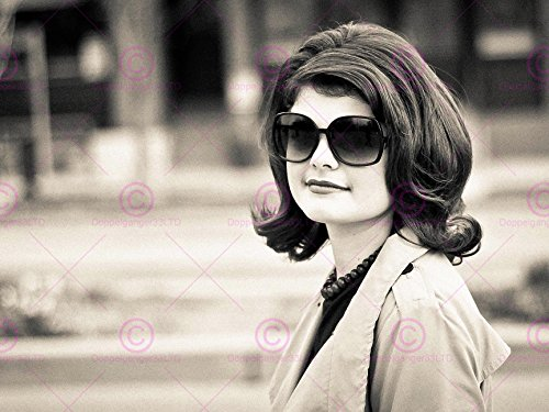 VINTAGE PHOTOGRAPHY FIRST LADY JACKIE O KENNEDY SHADES JFK 18X24'' POSTER ART PRINT - Shades Jackie O