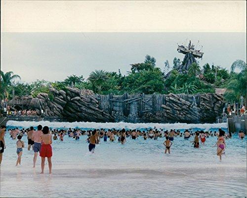 Vintage photo of USA Disneyland typhoon lagoon. (Typhoon Lagoon)