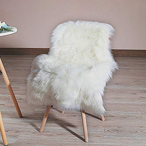 QHWLKJ Faux Sheepskin Fur Rug Soft Fluffy Carpets Chair Couch Cover Seat Area Rugs for Bedroom Sofa Floor Living Room (arc: 2 x 3 ft, White) (Chair Faux Fur Throw)