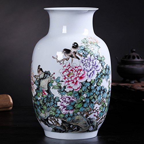 Changwuju in Jingdezhen the famille rose porcelain vase painted by Caozhiyou as home decoration (mudan)