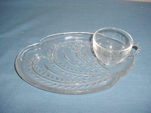 Federal Glass Snack (Set of 4 Glass Snack Plates & 4 Cups)