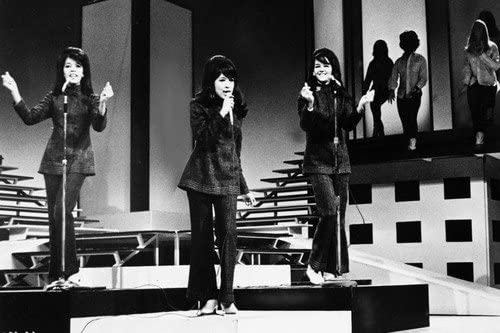 The Ronettes Ronnie Spector Estelle Bennett Nedra Talley On Stage 60 x 91 cm