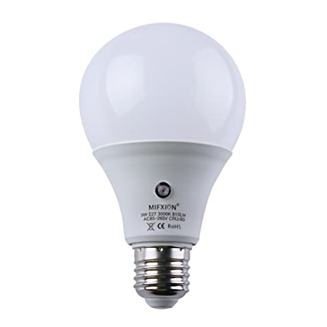 E27 LED Dusk To Dawn Sensor Light Bulbs Built In Photosensor Detection Auto  Switch Light