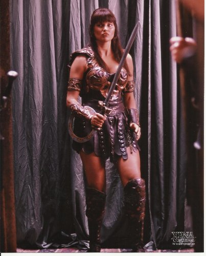 [Xena Warrior Princess Lucy Lawless 8 x 10 Inch Photo standing on stage in costume] (Hercules Costume Kevin Sorbo)