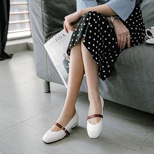 Le printemps et l'été à code pour les femmes avec des chaussures white l68gx