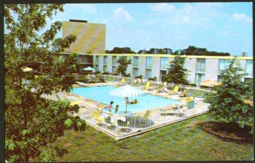 Airport Hilton Nashville TN postcard - Airport Nashville Tn