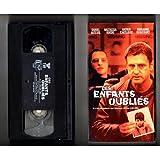 CES ENFANTS OUBLIÉS, Version Originale Française (EN FRANÇAIS, FILM VHS, NTSC).
