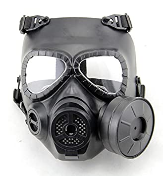 Hombre con mascara de gas