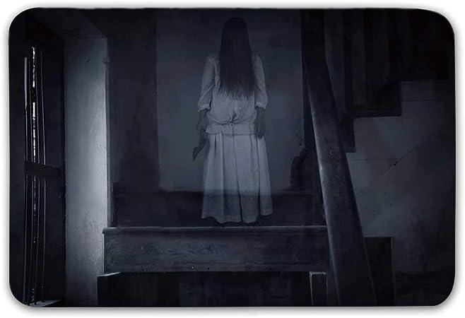 Revestimientos de goma antideslizantes de Halloween Alfombrillas para puertas antideslizantes, paisajes de terror Figura de niña fantasma en la escalera Sostener Hacha Asesinato Pesadilla violenta Alf: Amazon.es: Hogar