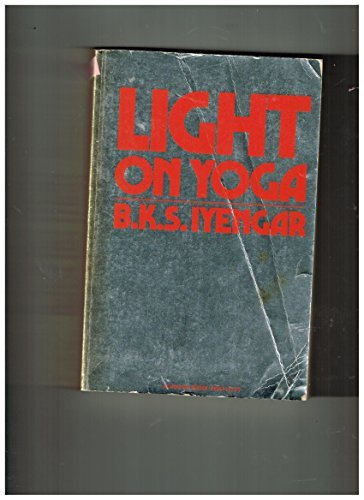 Light On Yoga by B.K.S. Iyengar (1976-08-02): Amazon.es ...