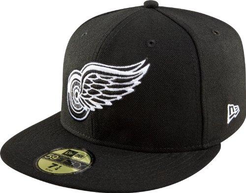 uk availability 7f242 8df5c Amazon.com   New Era NHL Basic Black and White 59Fifty Fitted Cap   Clothing