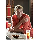 Hart of Dixie Wilson Bethel as Wade Kinsella hanging out in the kitchen 8 x 10 Inch Photo