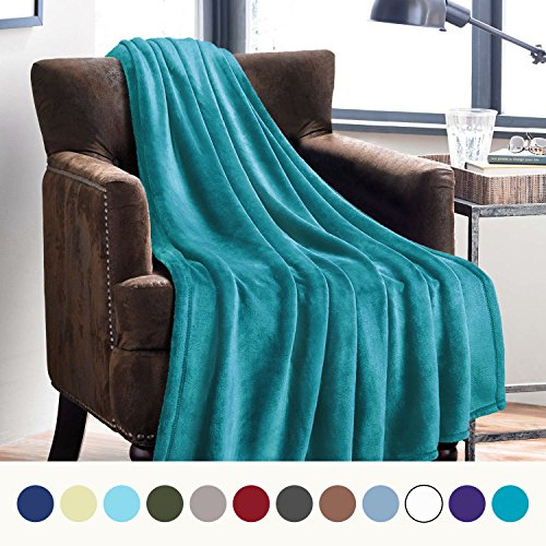 Bedsure Flannel Fleece Luxury Blanket Peacock Blue Twin Size Lightweight Cozy Plush Microfiber Solid Blanket by