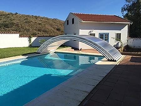 Cubierta telescópica para piscina sobre ruedas compuesta por ...
