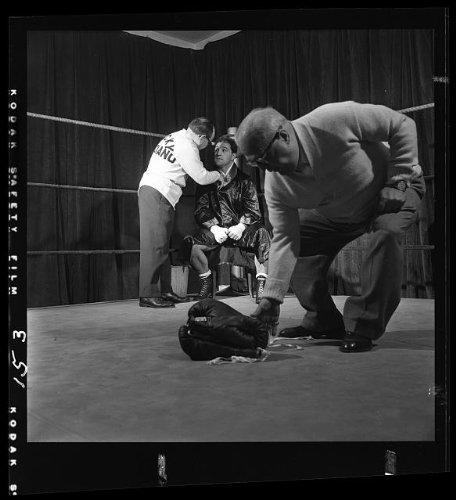 hoto: Rocky Marciano,corner,boxing ring,gloves,boxer,Rocco Francis Marchegiano,1952 ()