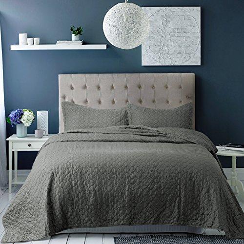 Bedsure Bedding Quilt Set King size Grey 106x96 Quatrefoil P