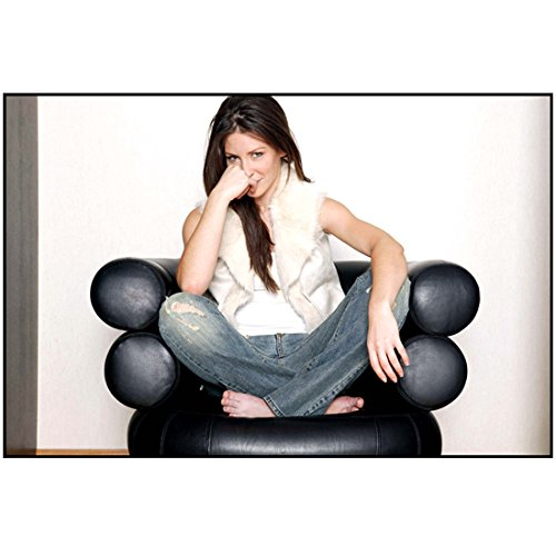 Evangeline Lilly Posing in Leather Chair with Crossed Legs 8 x 10 Photo
