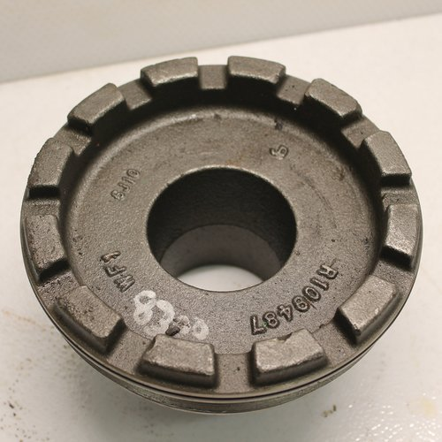 Used Differential Bearing Housing w/o Bearing Compatible with John Deere 9300 8100 8210 9420 9200 9620 8200 9400 8410 9220 8520 8420 8110 9320 8295R 9100 8320 8400 8120 8300 9120 9520 8310 8220 8430