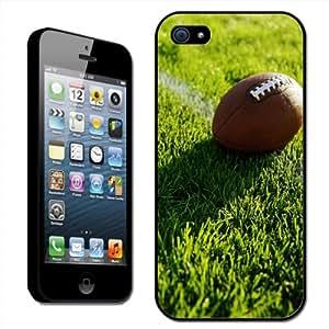 Fancy A Snuggle - Carcasa rígida para iPhone 5, diseño de balón de fútbol americano sobre la línea del campo
