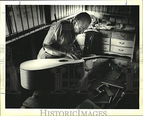 1991 Press Photo Alvaro Espinosa, Master Guitar maker from Campeche -