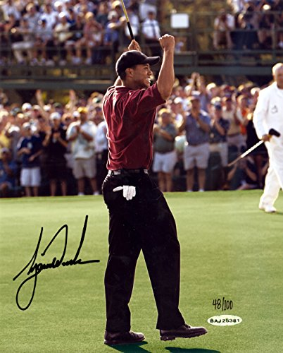 TIGER WOODS AUTOGRAPHED 8X10 PHOTO 2002 MASTERS LE #/100 UDA STOCK #123948