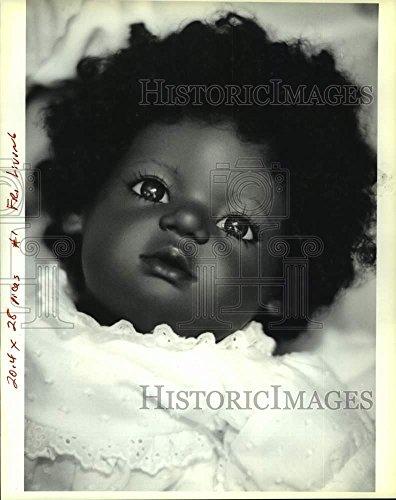 Vintage Photos 1990 Press Photo Doll made by German doll maker Annette Himstedt - nob39362