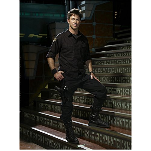 Joe Flanigan 8x10 Inch Photo Stargate Atlantis 6 Bullets The Other Sister Standing on Stairs Pose 2 kn