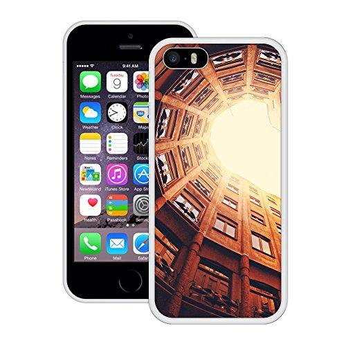 Gebäude Hof | Handgefertigt | iPhone 5 5s SE | Weiß Hülle