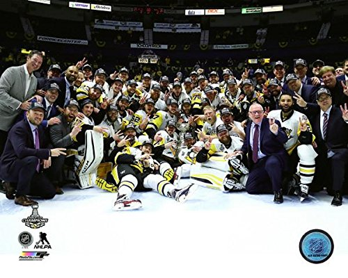 Pittsburgh Penguins 2017 Stanley Cup Champions Team Celebration Photo (Size: 8