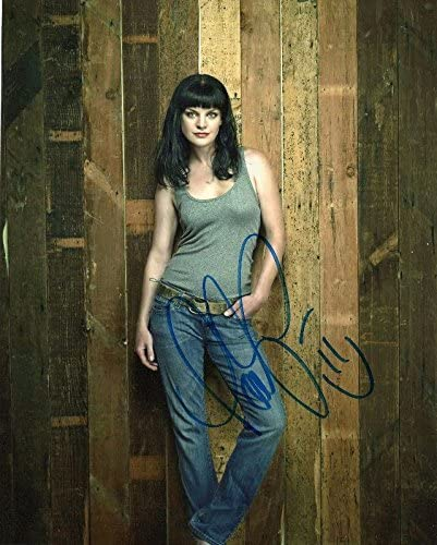 Photo Pauley Perrette Signed Autographed 8 x 10