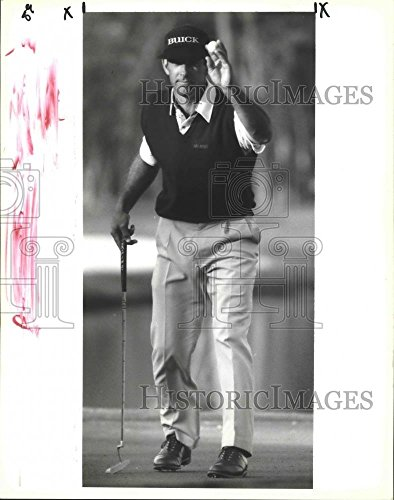 1992 Press Photo Golf   Chip Beck Salutes Crowd At Freeport Mcmoran Classic