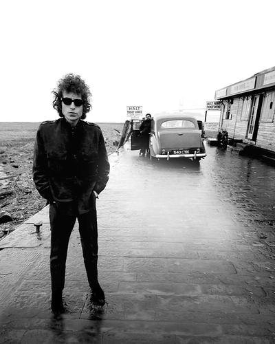 Bob Dylan Iconic Image in Sunglasses B/w Full Length 8x10 HD Aluminum Wall - Sunglasses Dylan In Bob