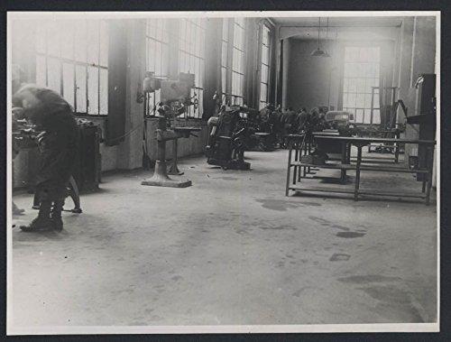 795th AAA BN Ack-Ack Ackademy Unit School photo 1945 Machine - Shop Bn