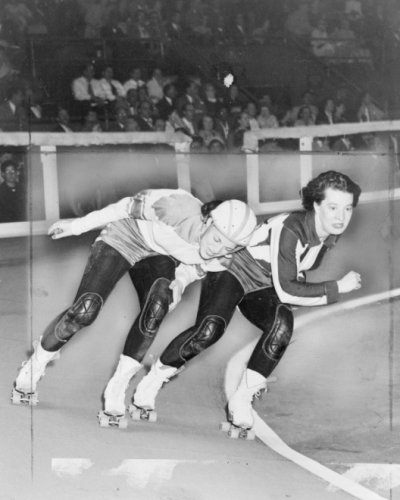 1950 photo Swinging down the track . Two women compete in roller derby world series semi-finals match in Madison Square Garden between the Jersey Jolters and the Brooklyn Red Devils. - Map Of Gardens Jersey