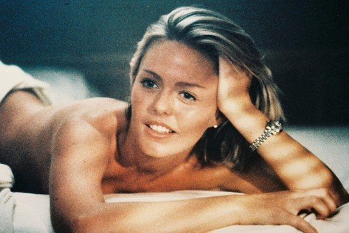(Patsy Kensit Lethal Weapon 2 11x17 Mini on Bed Bare back sexy)