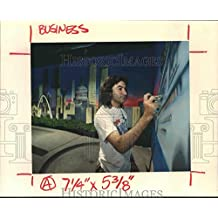 Historic Images 1989 Press Photo Yadi Jou paints murals at Fame City in Memorial City Mall - 8.25 x 10 in