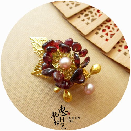 New custom classical natural freshwater pearl garnet flower corsage brooch pin and high-end women over spot